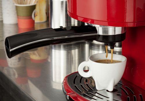 Pflege von Kaffeevollautomaten: Regelmäßig und von Anfang an
